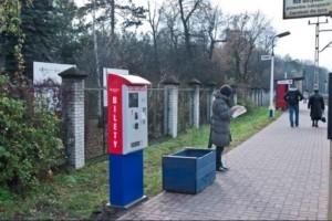 Fahrkartenautomat BS-09 zum Verkauf von Fahrkarten der (WKD) Warszawska Kolej Dojazdowa.